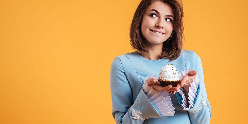 Γιατί λαχταρούμε τόσο τα γλυκά; (video)
