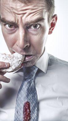 Γι' αυτό η διακοπή του καπνίσματος αυξάνει την κατανάλωση junk food!